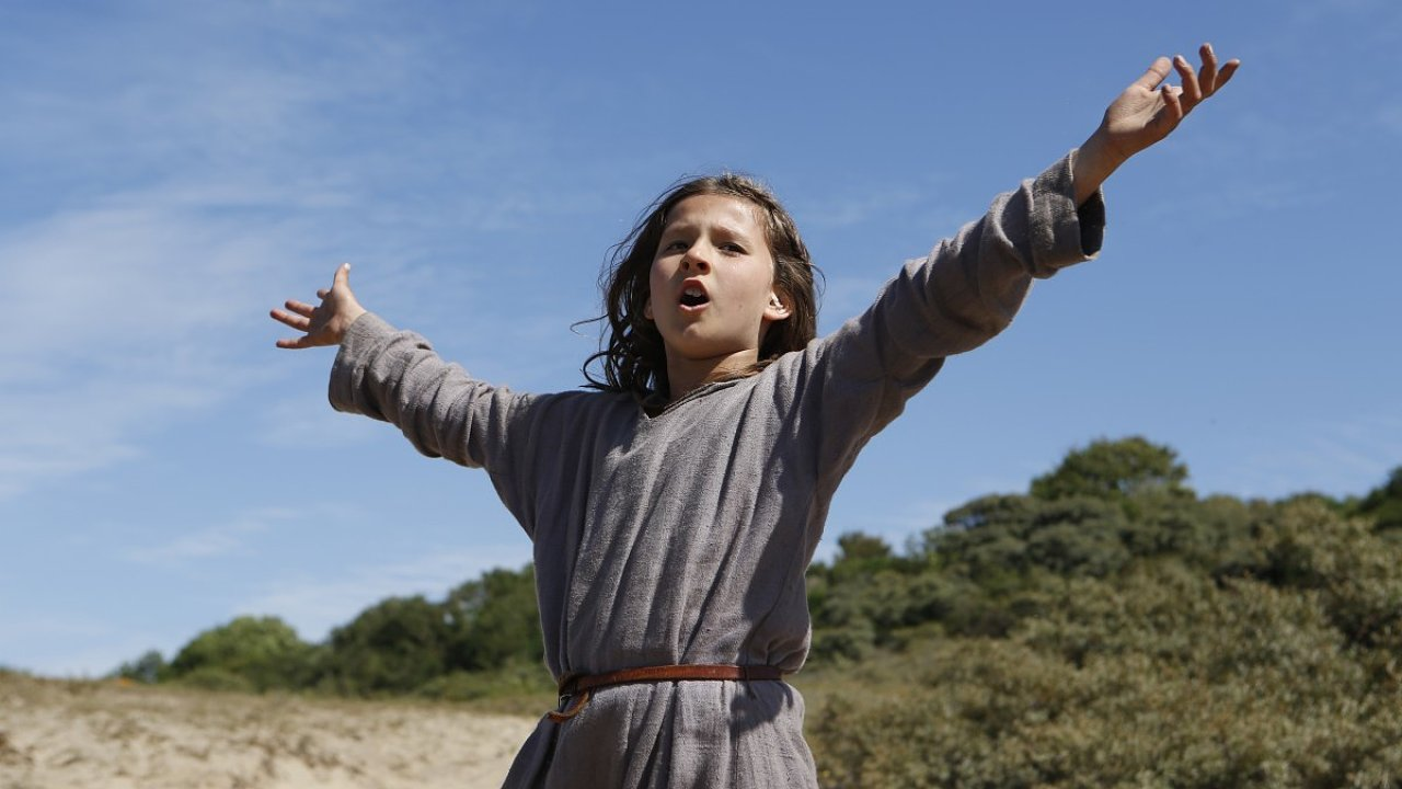 Johanka z Arku: dívka, ještě ke všemu neurozená, jako vojevůdkyně.