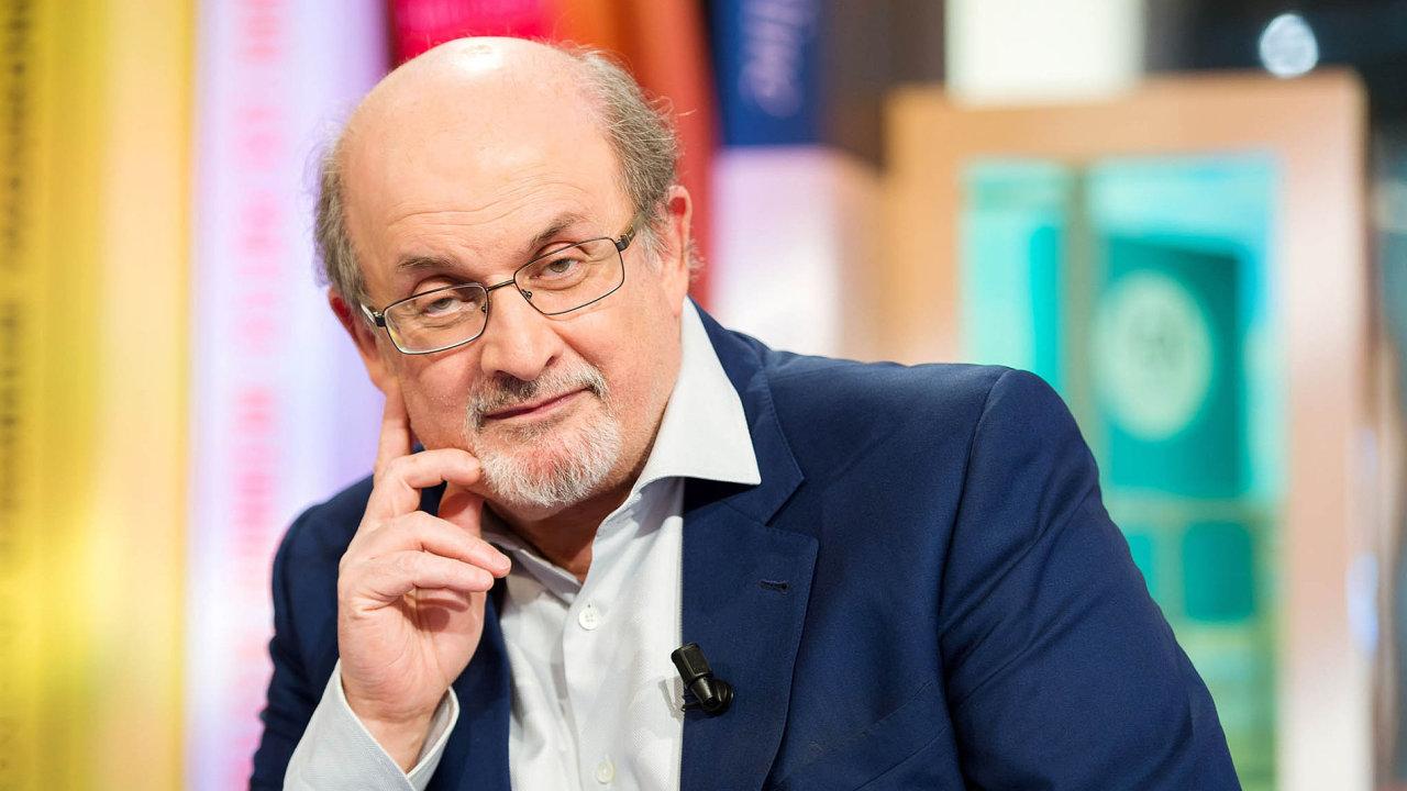 Salman Rushdie svůj účet naTwitteru opustil poloňských volbách vUSA. Vrozhovorech ale varuje před tím, aby jeho novinka byla označována zaromán oTrumpovi.