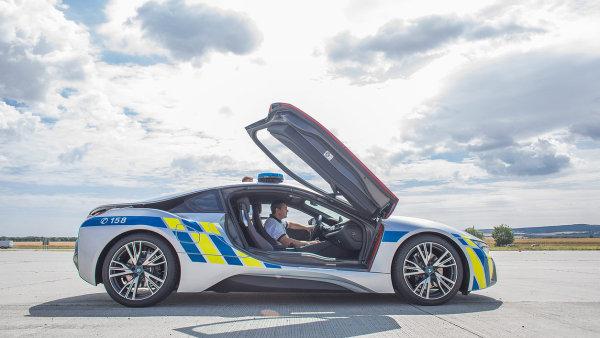 Policie ČR získala nový hybridní vůz BMW i8.