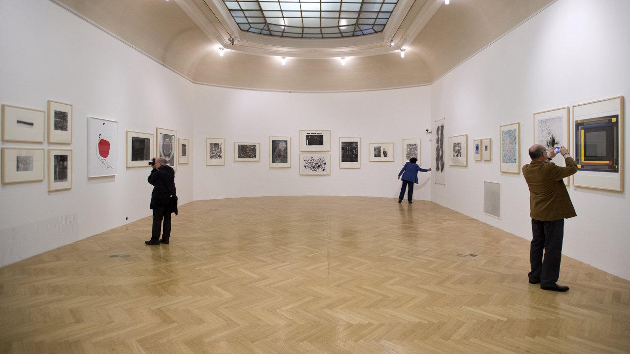 Snímek z výstavy sdružení Hollar v Obecním domě.