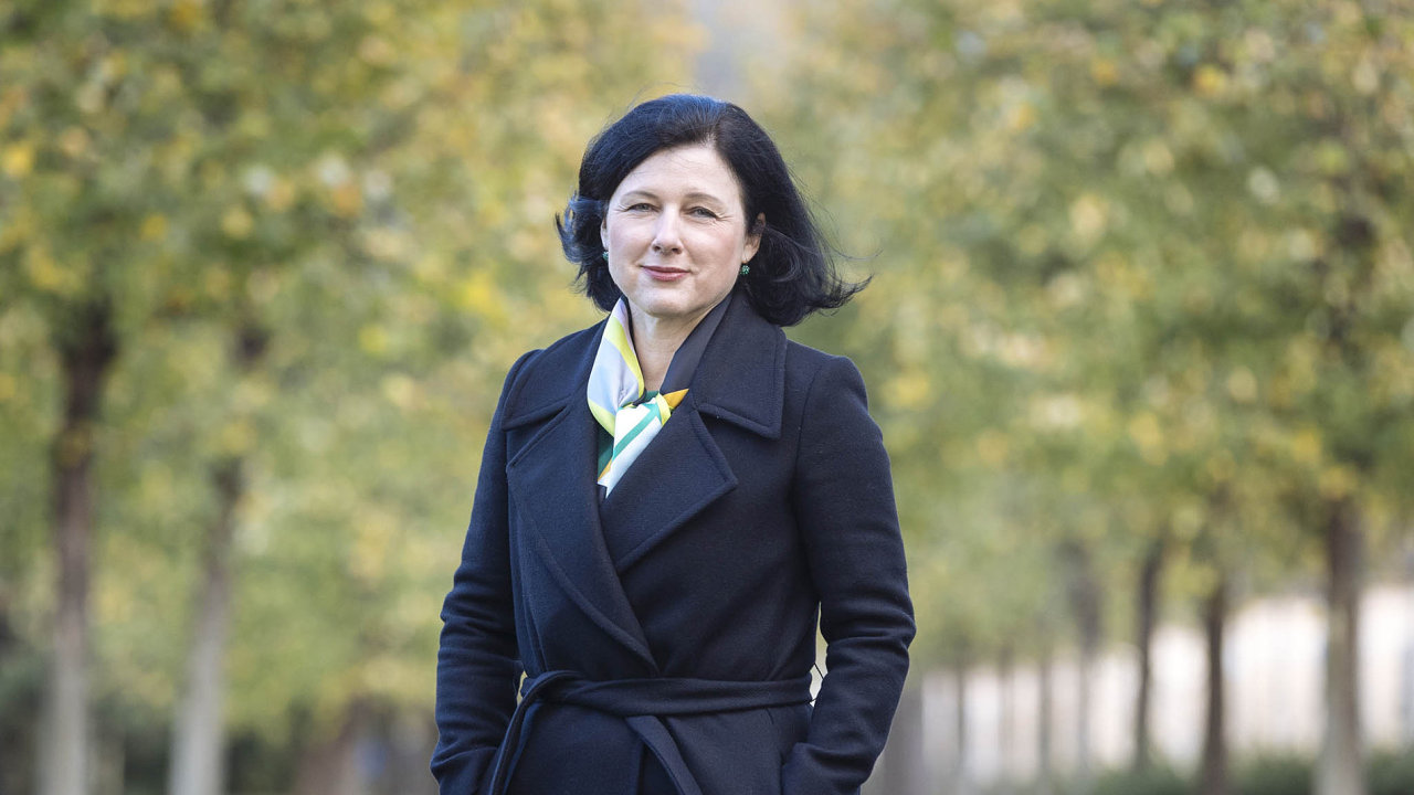"""Komisařka Věra Jourová vČesku pozoruje """"syndrom kněžny Libuše"""". Tedy mýtus, že ženy nemohou vládnout arozhodovat."""