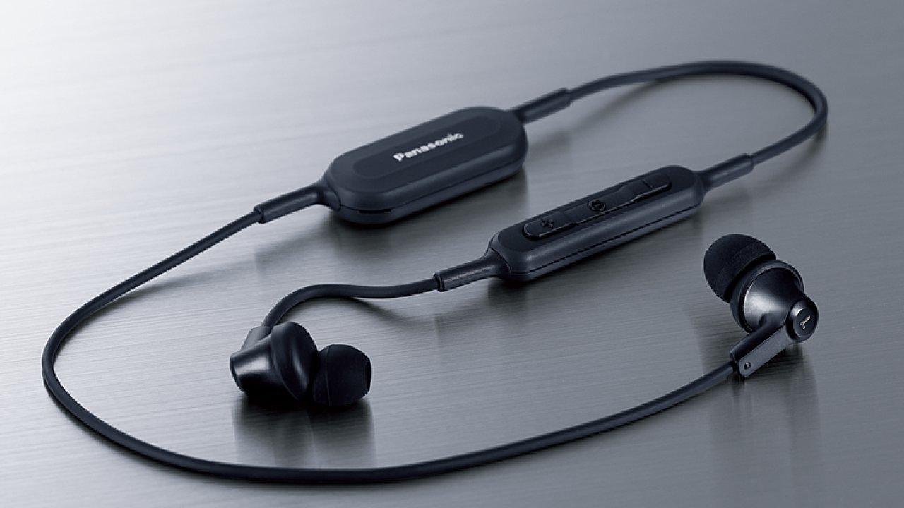 Sluchátka Panasonic RP-NJ300B mají nesmyslné jméno, ale také slušný zvuk bez drátů