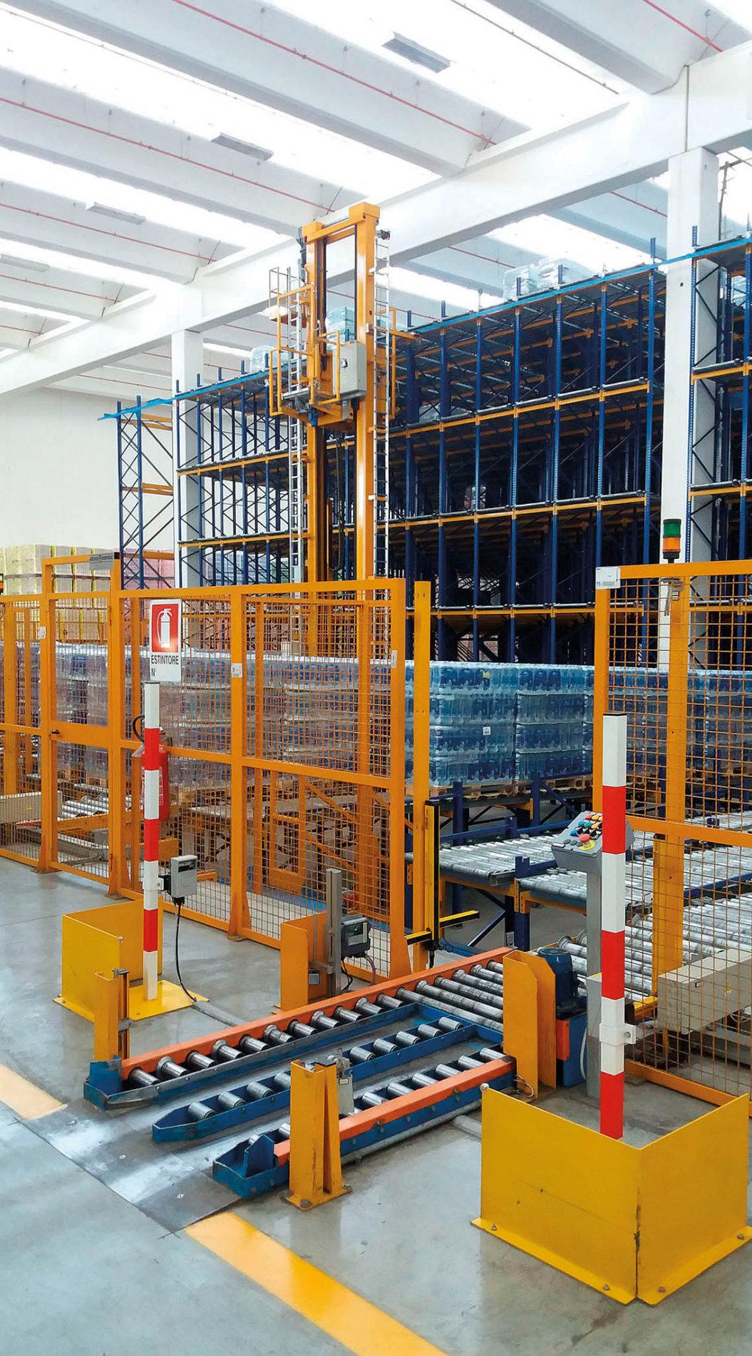 EuroSpin využívá už od roku 2008 specifickou automatickou skladovací sestavu se zakladačem, dopravníky a spádovými regály.