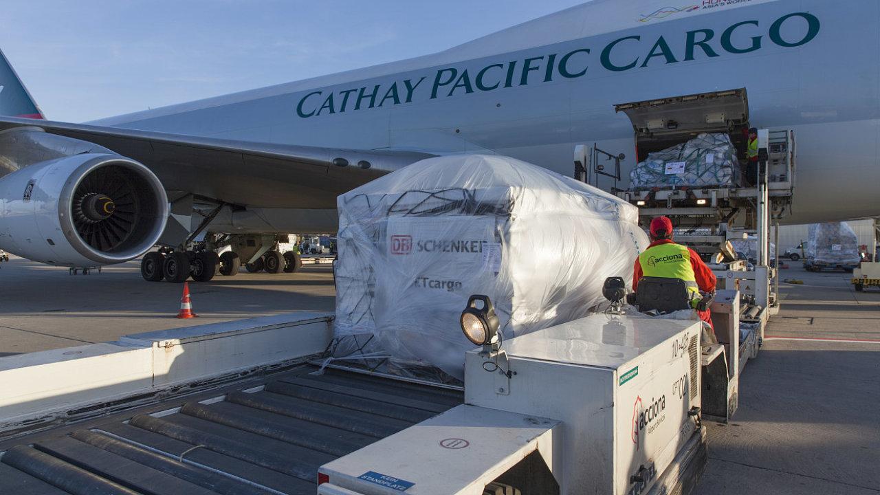 Na evropské straně letecké přepravy komplikují stávky handligových agentů ve Frankfurtu.
