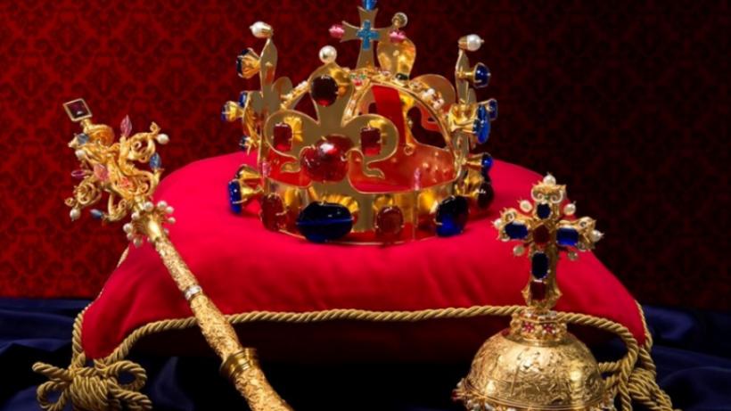 abbfaf4979c Klíčníci včetně prezidenta Zemana odemkli komnatu s korunovačními ...