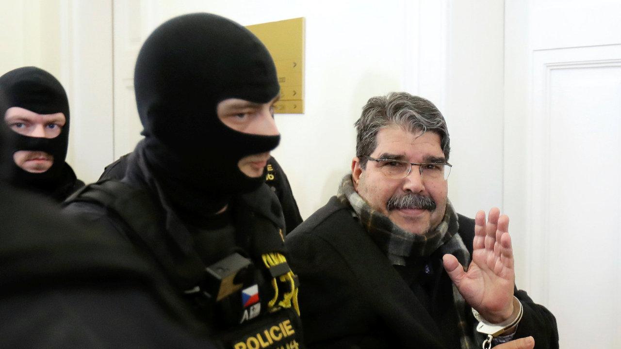 Kurdský politik Sálih Muslim u soudu.