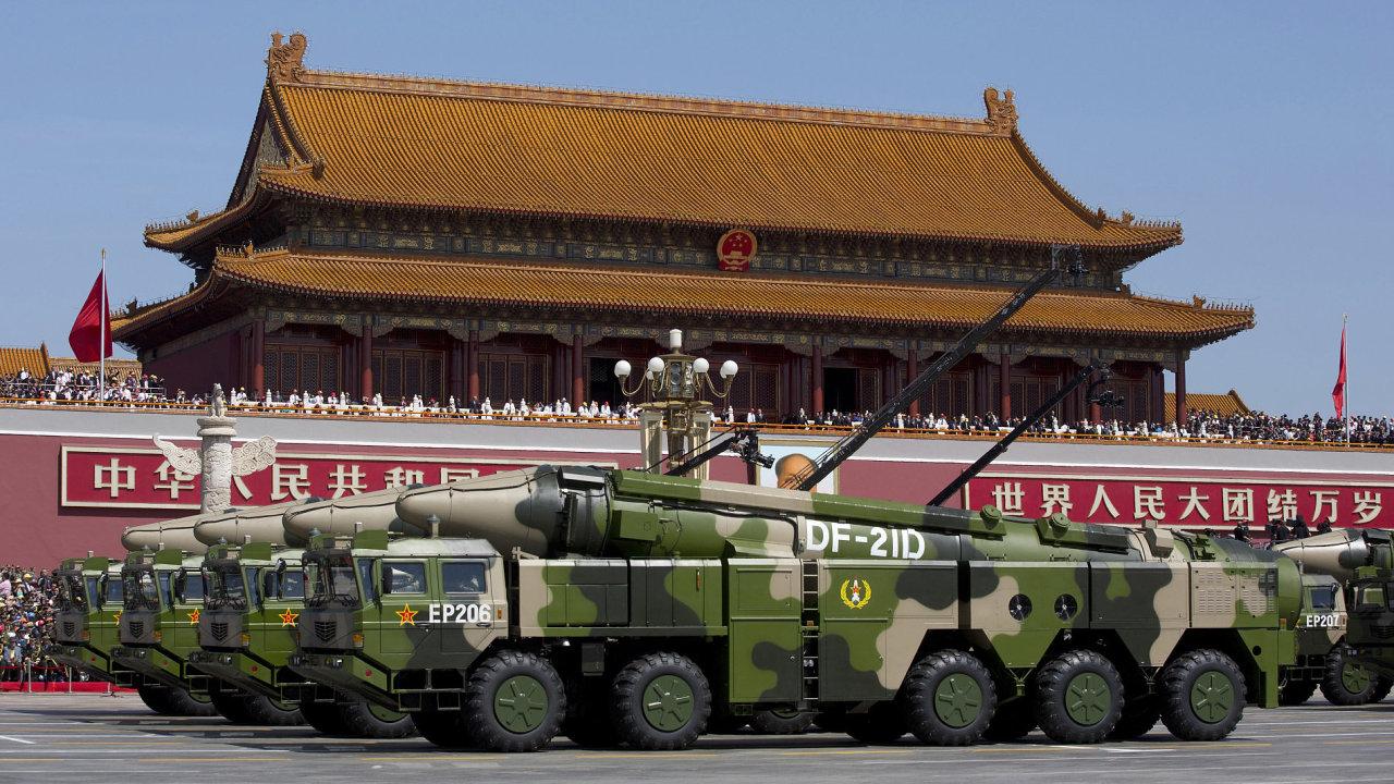 Čína armáda vojáci rakety kungpao