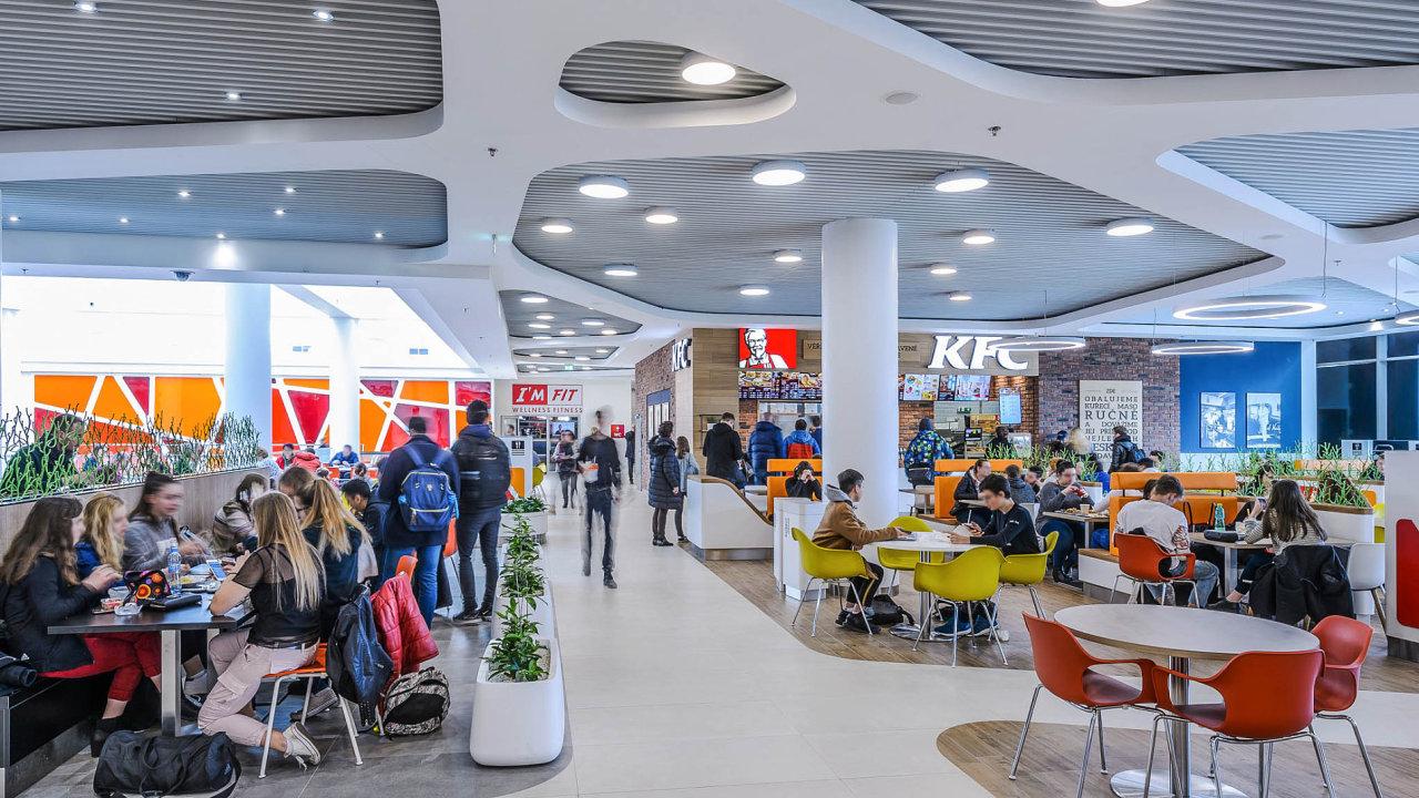 Nové restaurační patro v pražském obchodním centru Fénix.