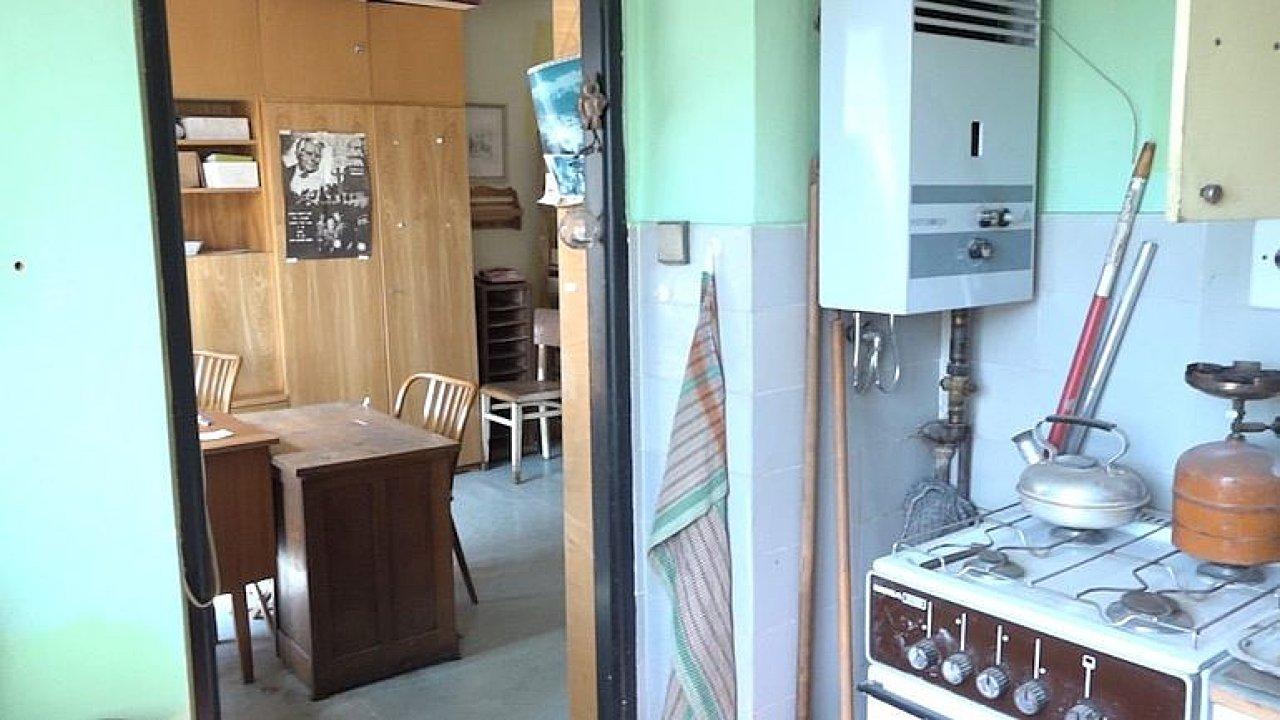Foglarův byt před rekonstrukcí. Podívejte se do míst, kde významný spisovatel tvořil