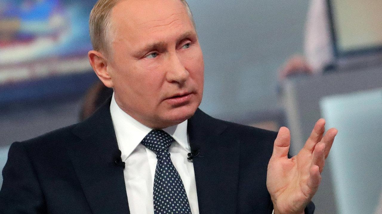 Ruský prezident Vladimir Putin během besedy s občany.