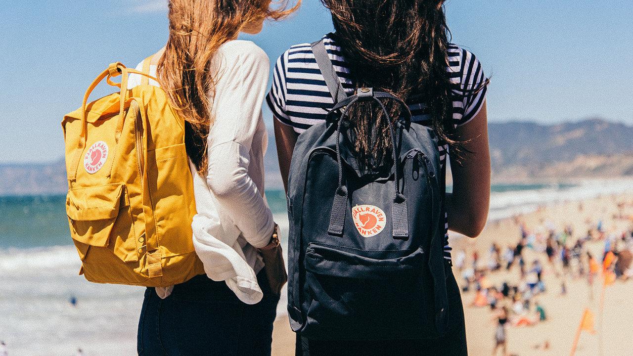 Batohy Kanken od švédské značky Fjällräven jsou velmi populární zvlášť u mladé generace lidí mezi 15 a 30 lety.