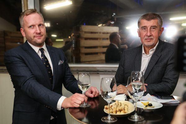 Petr Stuchlík a Andrej Babiš ve volebním štábu hnutí ANO.