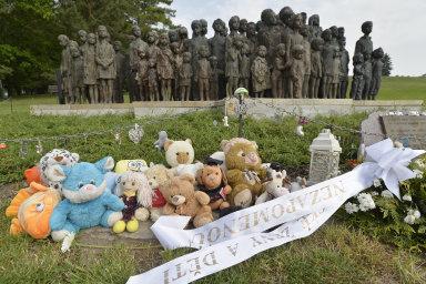 V Lidicích si stovky lidí připomněly 77 let od vyhlazení obce nacisty, zemřelo tehdy 340 obyvatel