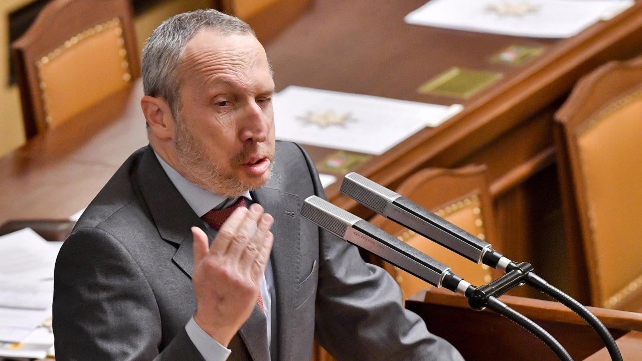 Zvolením do Poslanecké sněmovny v roce 2017 získal Václav Klaus mladší jen další prostor pro své názory. Od ODS se stále víc vzdaloval, až byl ze strany letos na jaře vyloučen. Mandátu se ale nevzdal.