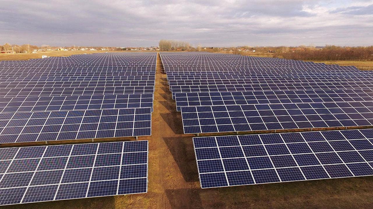 Elektrárna Tiszakécke. Významným investorem vMaďarsku je česká firma Photon Energy.