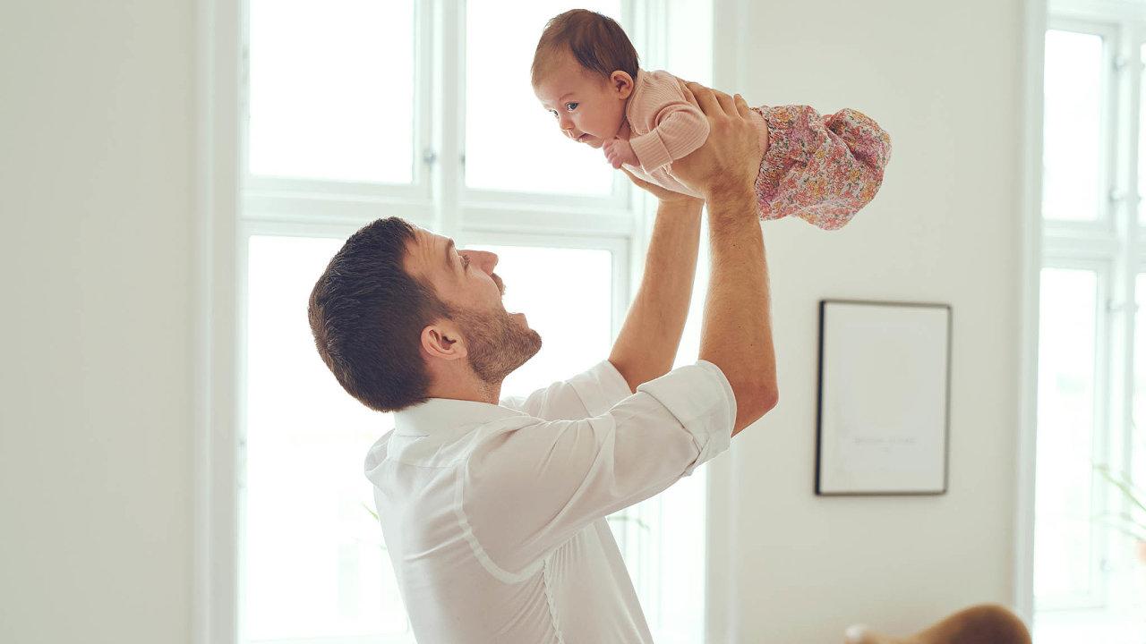 Delší dobu spolu. Směrnice EU umožní českým otcům zůstat doma s malým dítětem ne sedm, ale deset dnů.