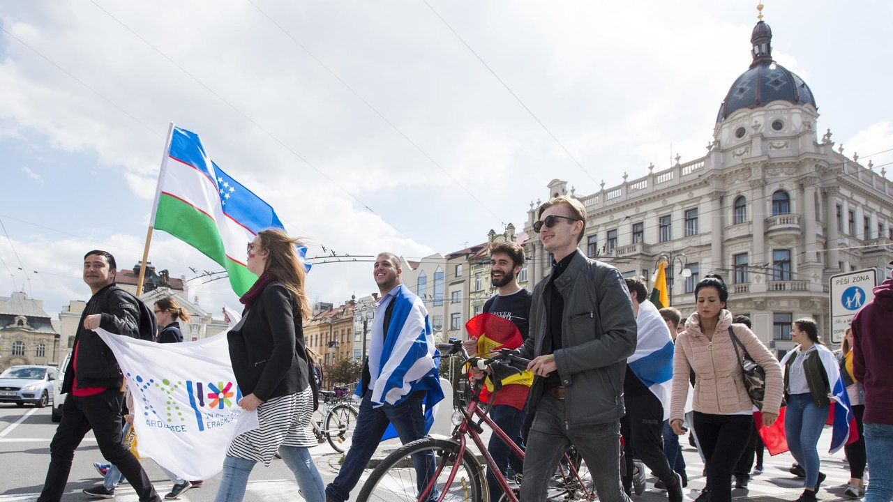 Oslavy Erasmu: VPardubicích letos vkvětnu slavili zahraniční studenti 15let odvzniku klubu Erasmus Student Network.