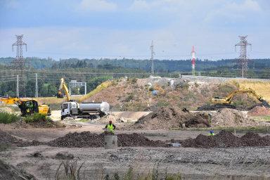 Vrukou jedné firmy. Stavbu dvou úseků dálnice D3 u Českých Budějovic má plně pod kontrolou firma Pragoprojekt. Její postavení vyvolává pochybnosti o střetu zájmů a plýtvání státními penězi.