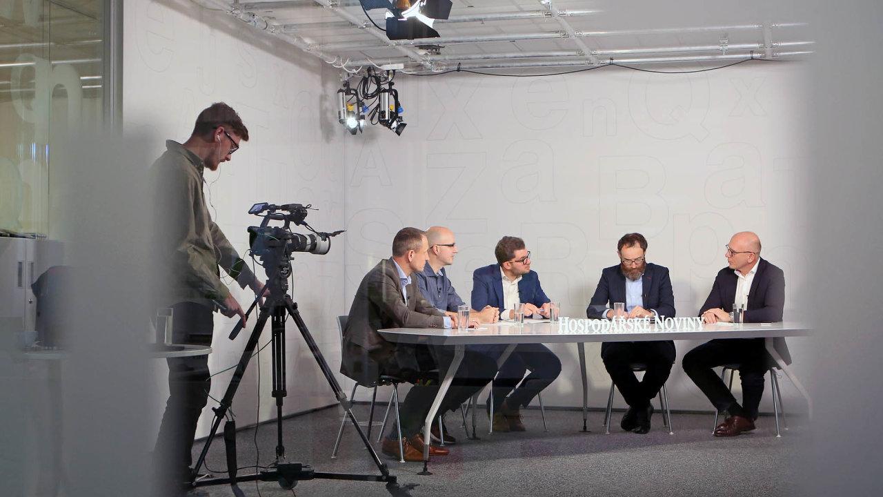 AI příležitosti ihrozba: Debaty HN se zúčastnili (zleva) Ivo Gavenda (Accenture), Petr Šrámek (zakladatel AI Awards), Jan Úšela (HN), Michal Pěchouček (Avast) aDalibor Kačmář (Microsoft).