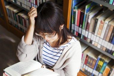 Klidné studium? Čína se snaží mít pod kontrolou i své studenty v zahraničí.