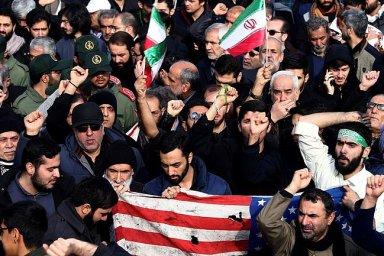 Vyhrocení napětí mezi USA a Íránem tak může mít nepředvídatelné následky sahající daleko za oblast Blízkého východu.
