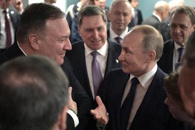 Berlínské konference se zúčastnili i ruský prezident Vladimir Putin (vpravo) nebo americký ministr zahraničí Mike Pompeo (vlevo).