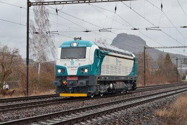 Lokomotiva v barvách Unipetrol Doprava