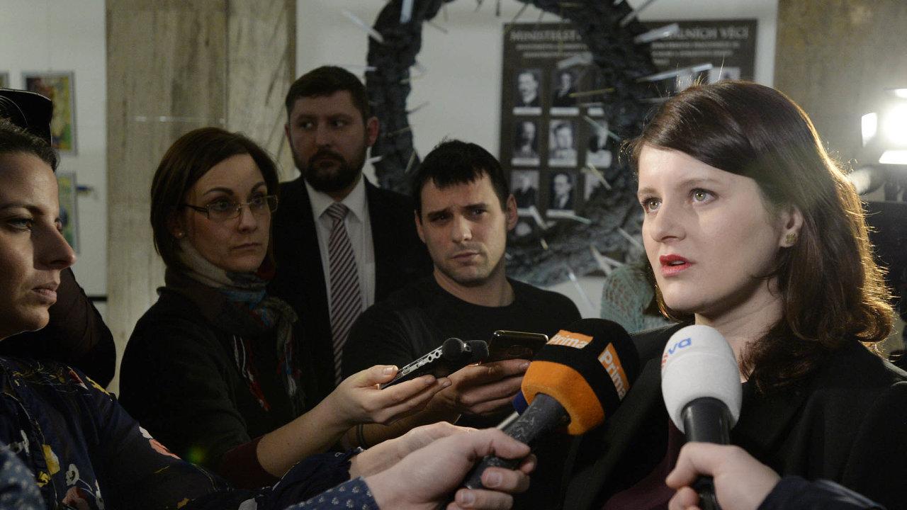 Ministryně práce Jana Maláčová (ČSSD) chce sdělit nejprve poslancům, co se děje s IT zakázkou.
