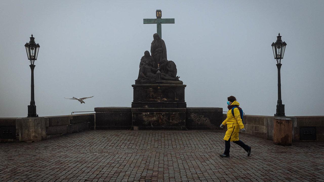 Kvůli pandemii koronaviru zatím v Praze nezačala turistická sezona.