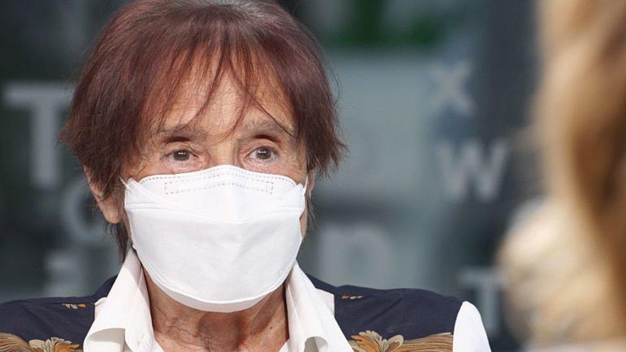 Virus se může rozdovádět, přijde druhá vlna, katastrofu nečekám, říká imunoložka.