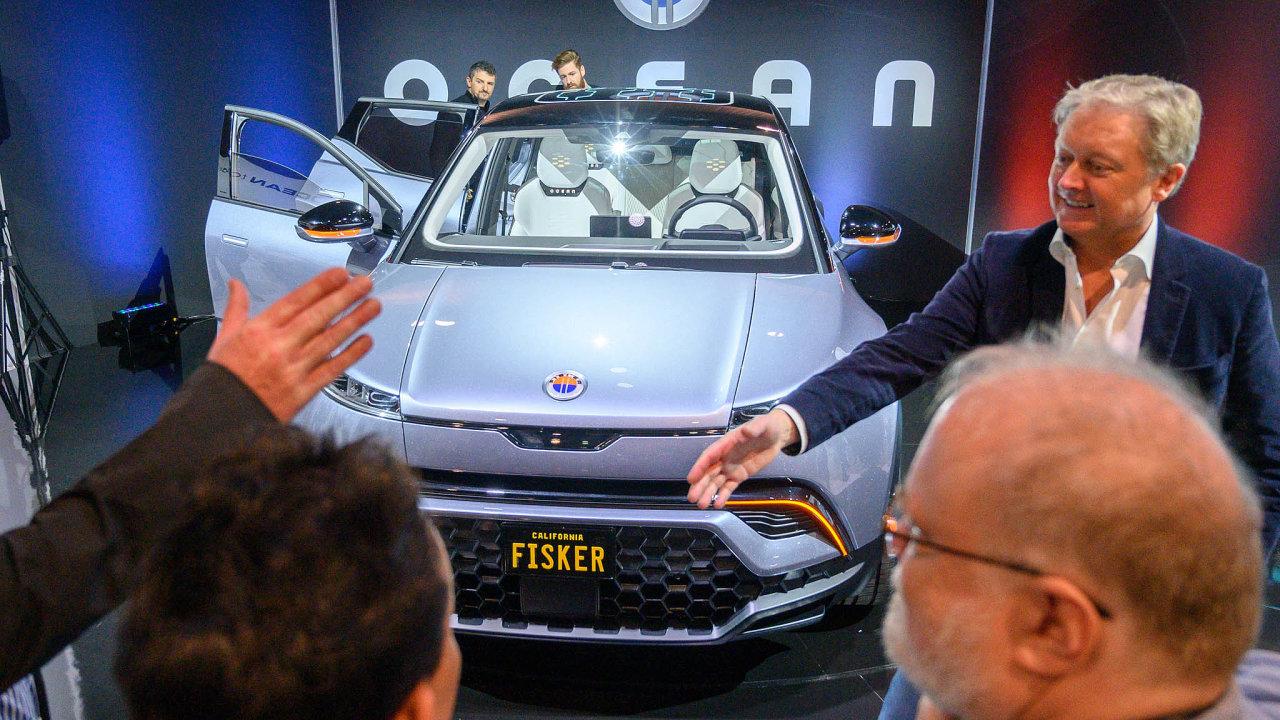 SUV odFiskera. Dán Henrik Fisker (vpravo) se opět pokouší prosadit natrhu selektromobily. Tentokrát sSUV Ocean.