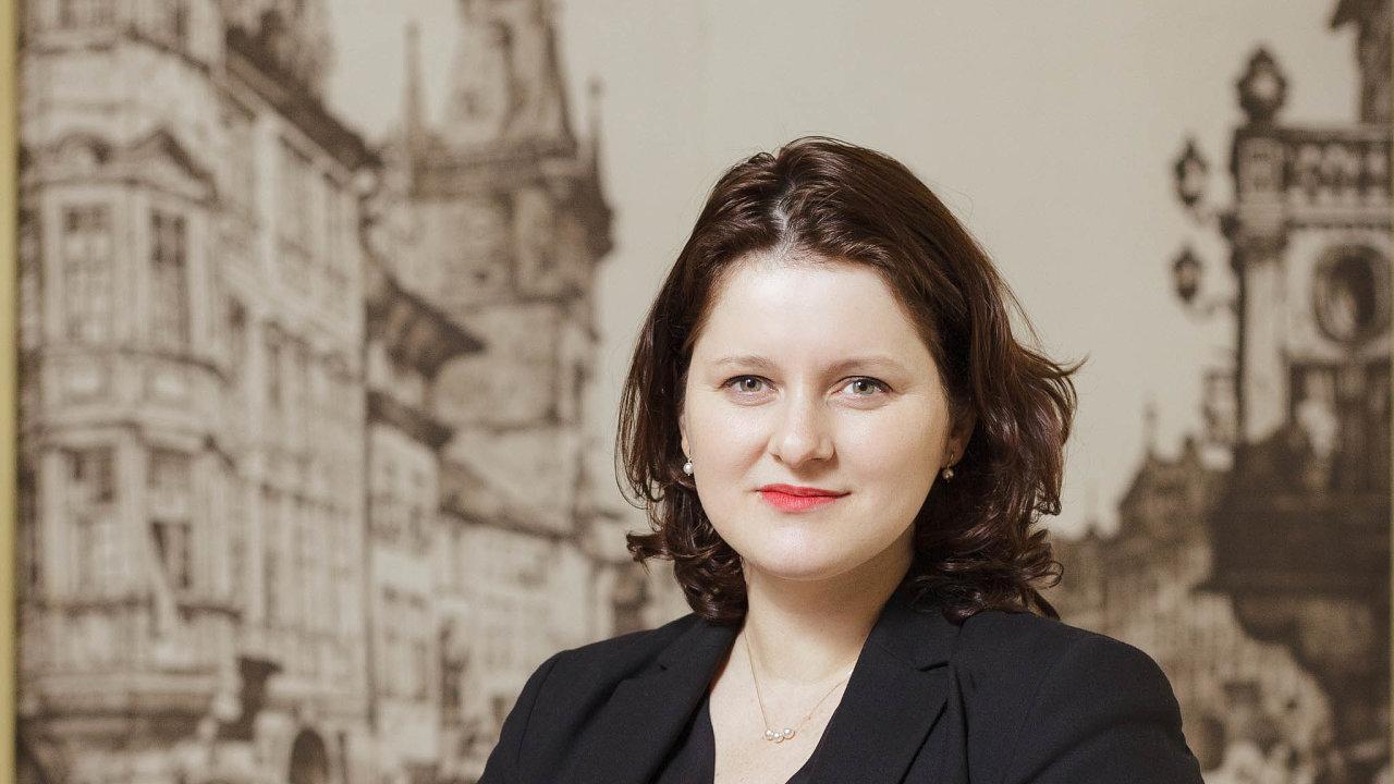 Ministryně práce Jana Maláčová v pondělí najednání koalice přinesla plány natakzvaný trvalý kurzarbeit, konkrétní znění předlohy slibuje uvést během několika dnů.