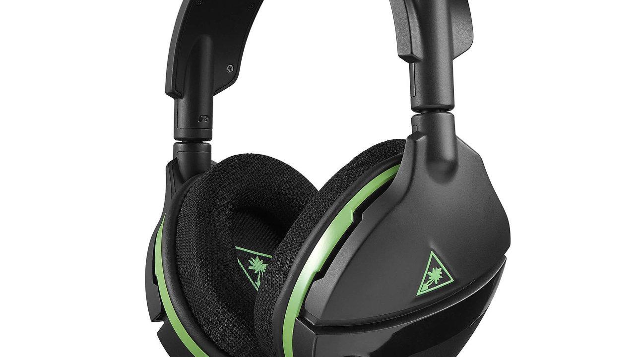 Sluchátka Stealth 600 nepodporují Bluetooth anelze knim připojit ani kabel sklasickým konektorem jack. Vzhledem knízké ceně ale to, co mají dělat, dělají opravdu dobře.