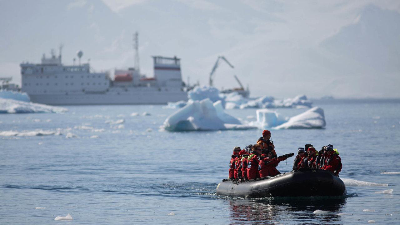Společnost sídlící vUSA Lindblad Expeditions, kterou vede švýcarský rodák Sven Lindblad, plánuje, že zákazníkům nabídne plavby doAntarktidy.