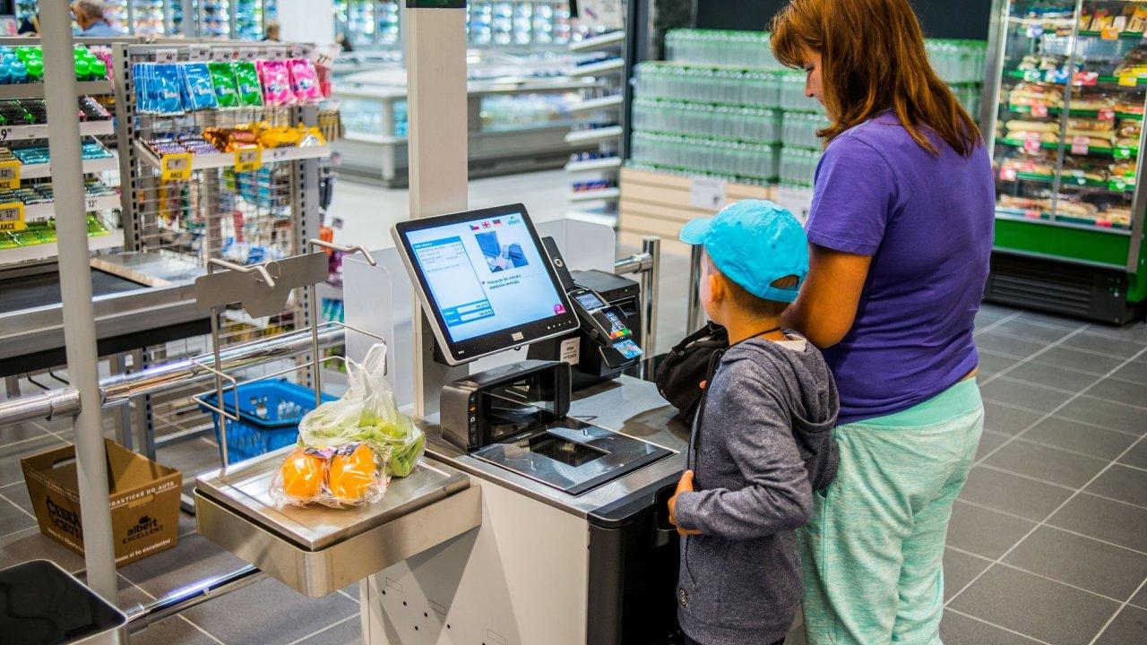 Inovace v obchodech nejsou jen ve znamení samoobslužných kas. Prosazuje se také umělá inteligence či různá chytrá čidla.