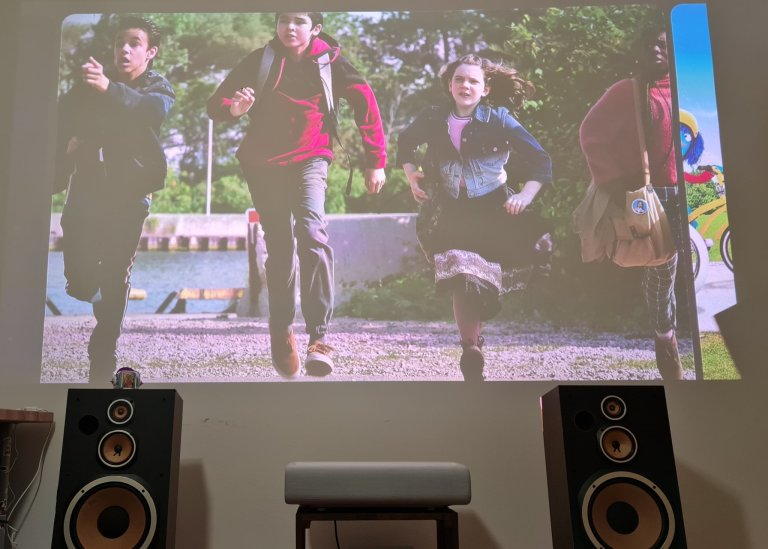 Samsung vyrobil projektor, který nahradí televizi i kino