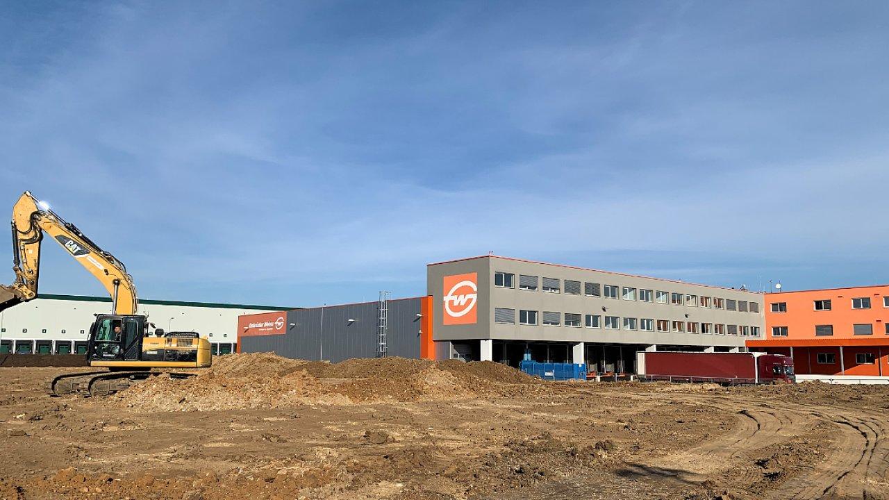 Práce na rozšíření centrály Gebrüder Weiss v Jenči jsou už v plném proudu
