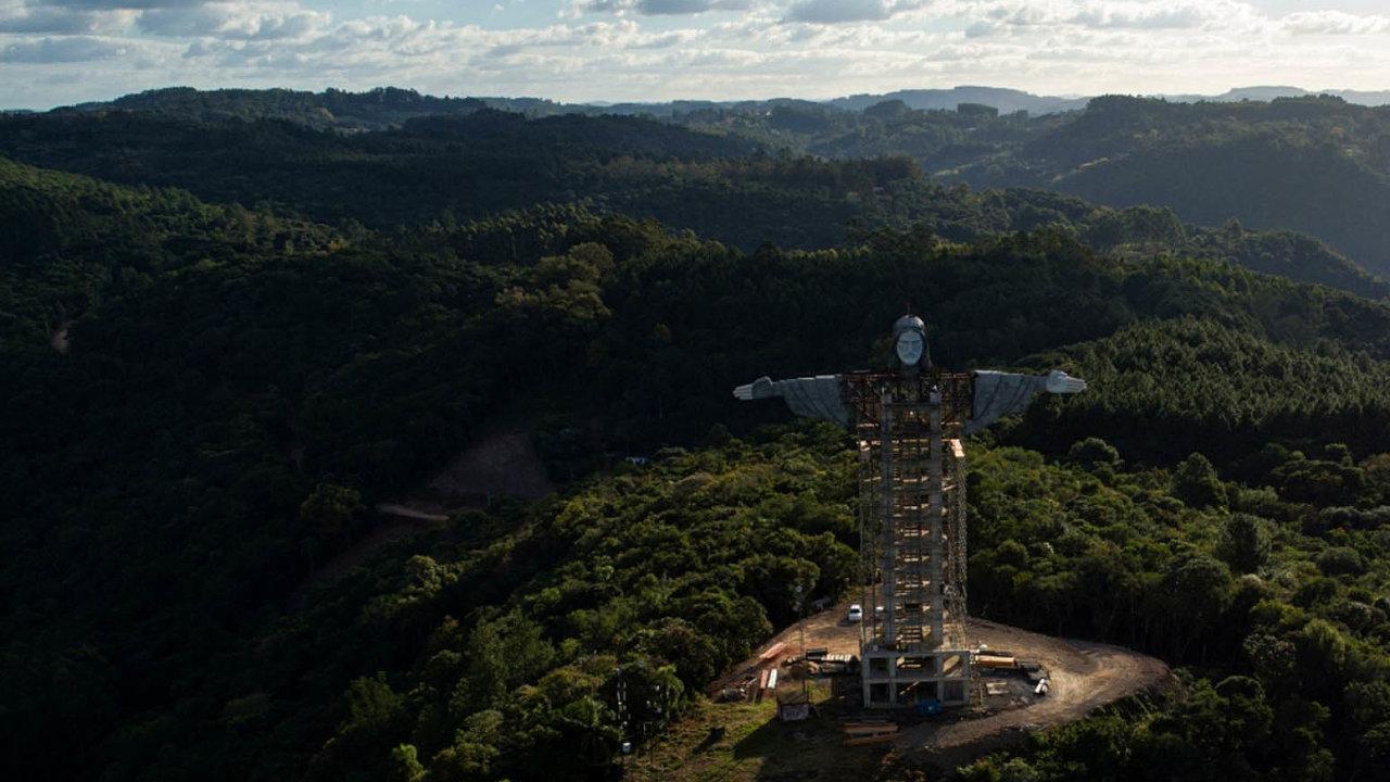 Socha v městě Encantado bude ispodstavcem měřit 43 metrů astane se tak třetí nejvyšší nasvětě.