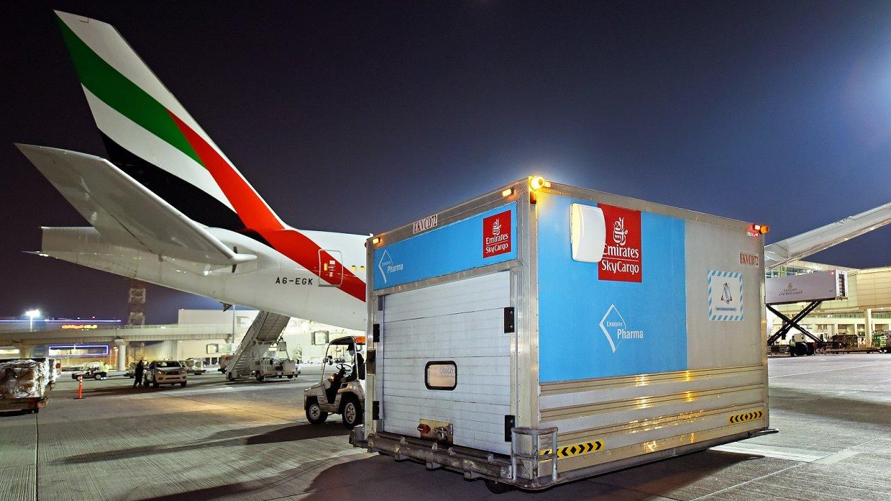 Speciální letecký kontejner Emirates pro přepravu zdravotnického materiálu.