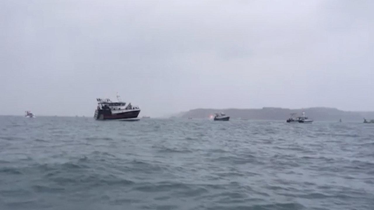 Protestující rybáři u ostrova Jersey.