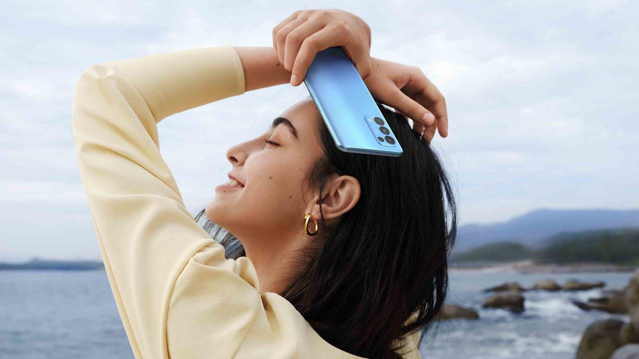 OPPO Reno5 5G slibuje rychlá mobilní data a pěkné fotky