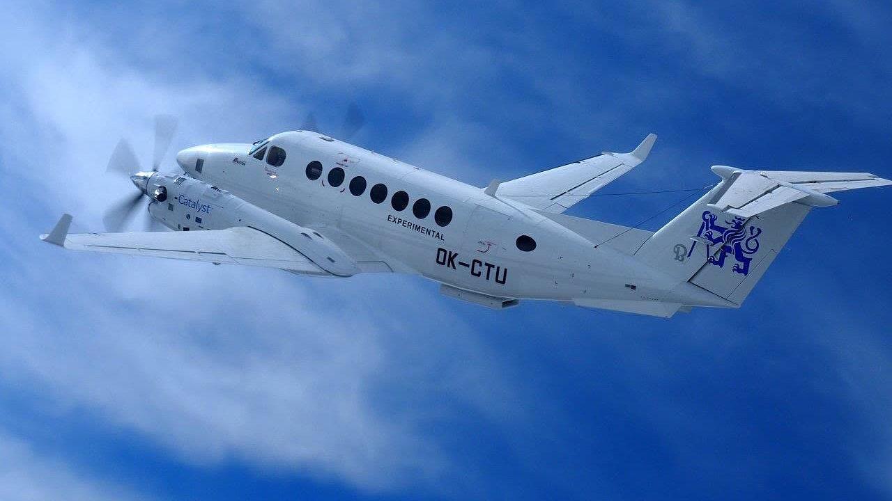 Letadlo ČVUT s prototypem nového motoru GE Catalyst během prvního letu.