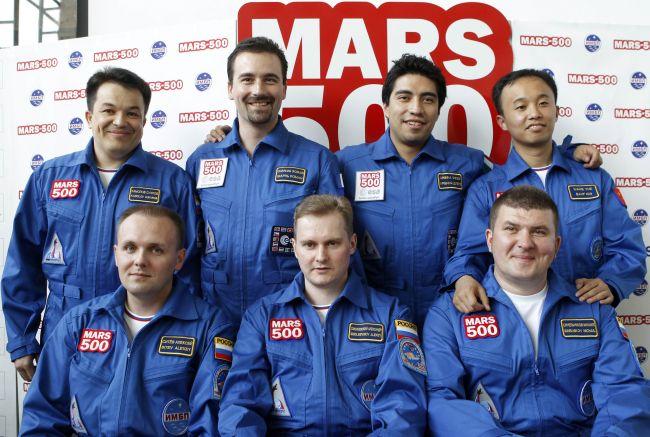 dobrovolníci, kteří se zúčastní simulovaného letu k Marsu