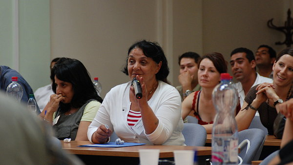 Sn�mek z pra�sk� konference Romsk� mentoring-siln� str�nky a p��le�itosti.