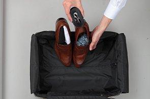 Jak si zabalit kufr na dovolenou krok za krokem. Vycpěte boty a pozor na límečky u košil