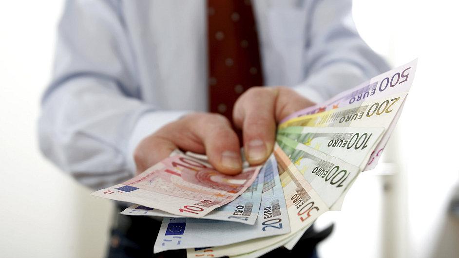 peníze,odměna,ilustrační foto