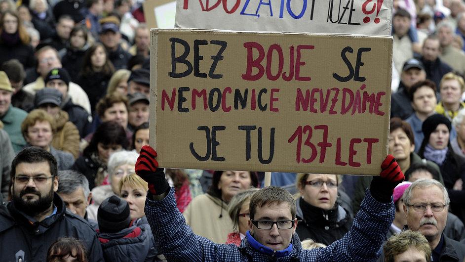 Demonstrace v Roudnici proti uzavření nemocnice