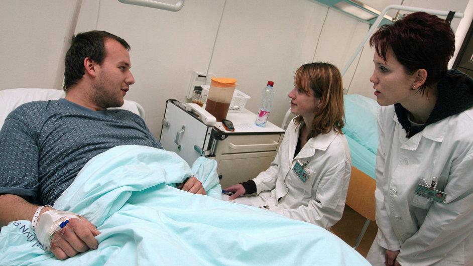 Pacient v nemocnici - ilustrační foto