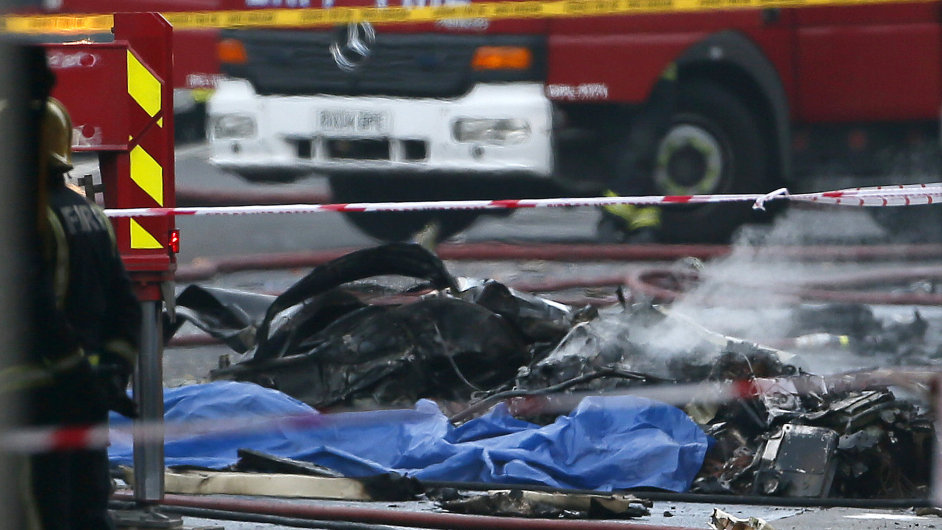 Havárie vrtulníku v centru Londýna.