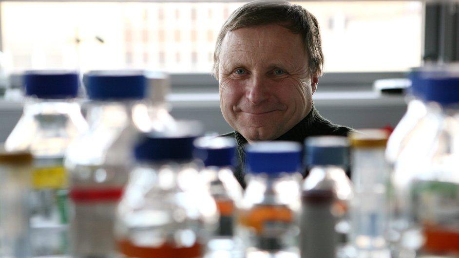 Václav Hořejší je ředitelem ústavu, v němž vědci zjistili, jak se leukémie dostává do krve.